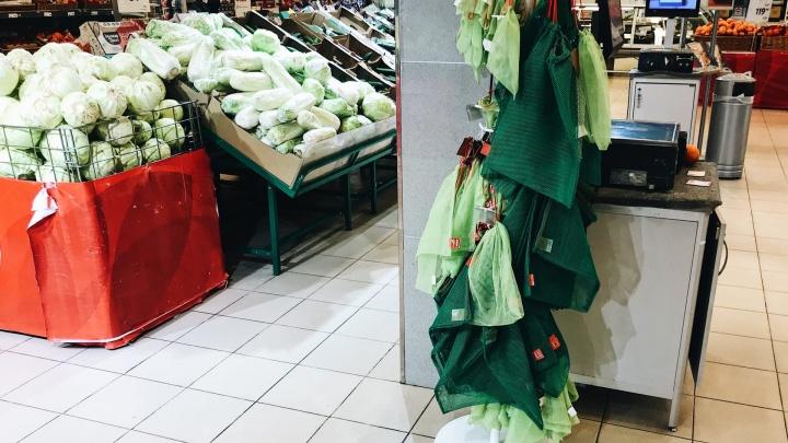 Крупные продуктовые супермаркеты в Тюмени начали отказываться от бумажных чеков. Зачем?