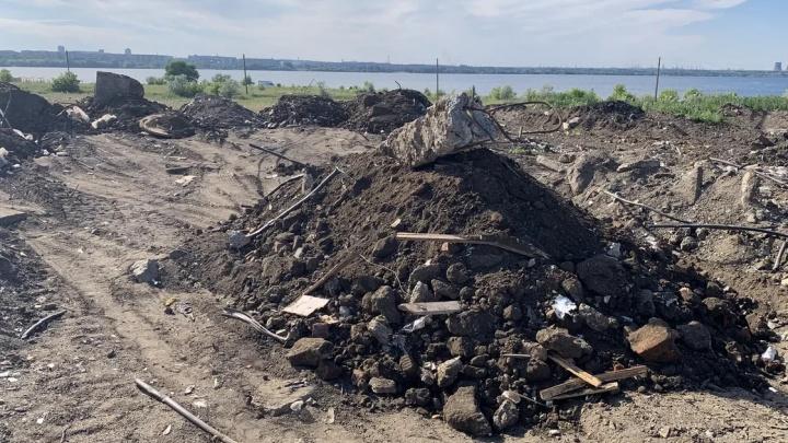 «Построят прогулочную зону»: на берег Первого озера начали массово вывозить строительный мусор
