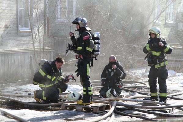 О пожаре стало известно в 12:38. Около 14 часов его удалось ликвидировать<br>