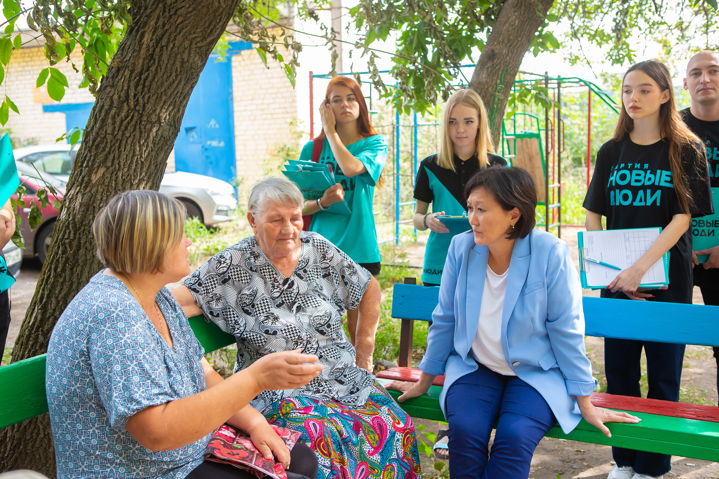 Сардана Авксентьева пообщалась с жителями города