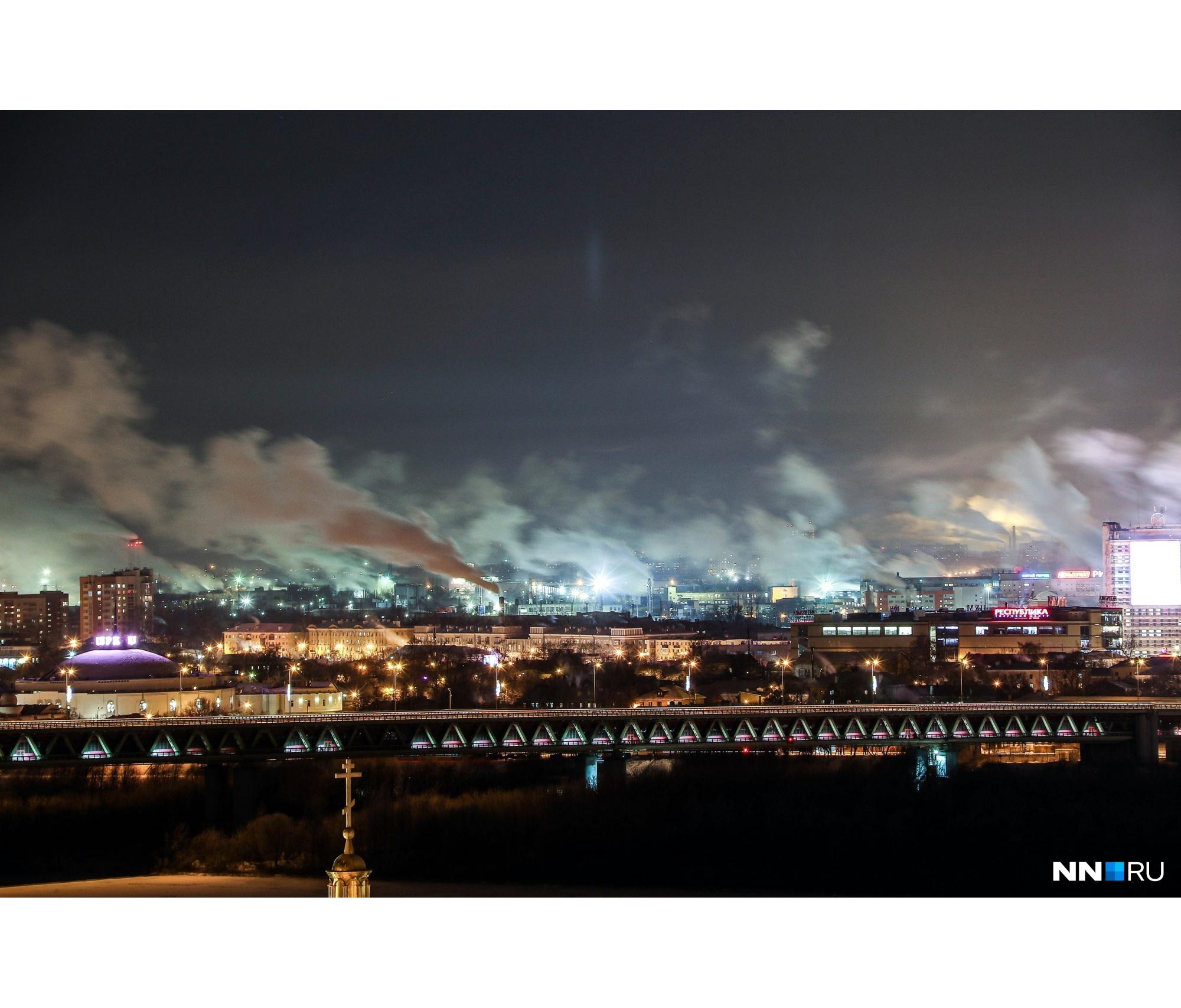 В районе Метромоста тоже можно увидеть пробивающиеся лучи света