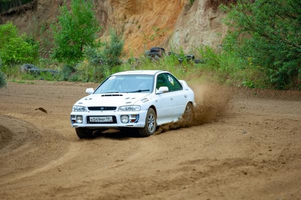 Пилот этой Subaru имел все шансы выиграть, но после одного из заездов сошел с дистанции