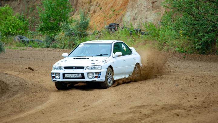 В Арамиле во время гонки Subaru вылетела с трассы и перевернулась. Видео