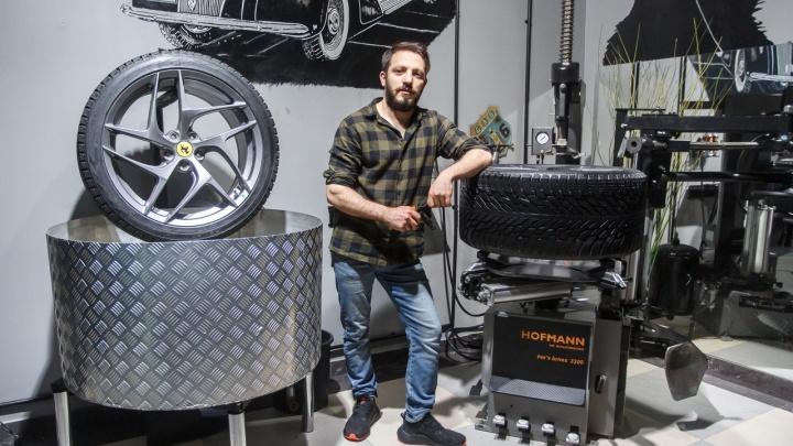 «На обмане мы могли и сами стать миллионерами»: «русские ниндзя» открыли шиномонтажку для Lamborghini и Ferrari