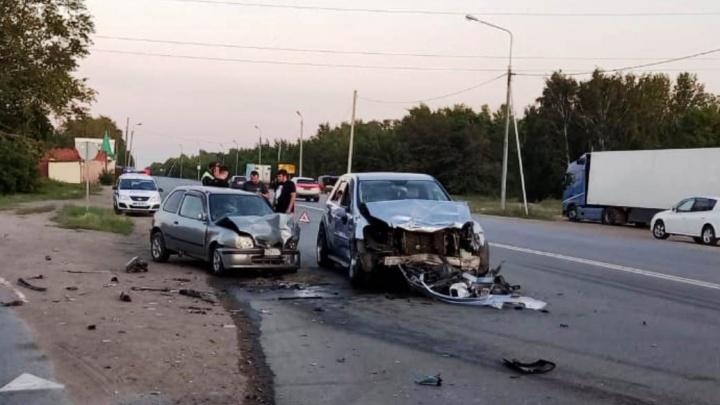 В столкновении трех автомобилей на Черлакском тракте погибла 61-летняя женщина