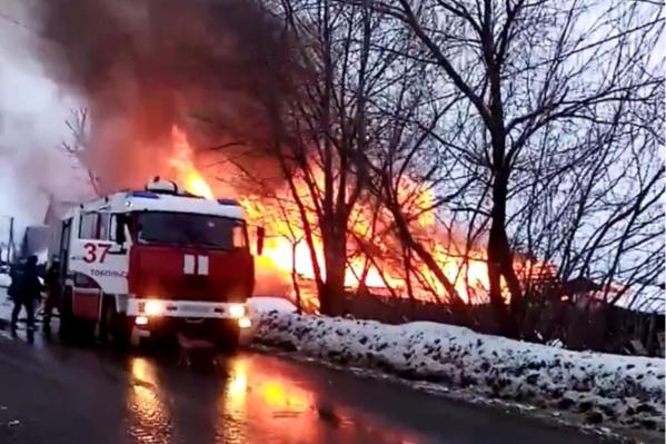 Пожар произошел сегодня днем, очевидцы сообщают о взрыве газового баллона
