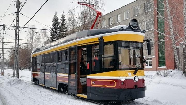 В Екатеринбурге начали тестировать уникальный ретротрамвай