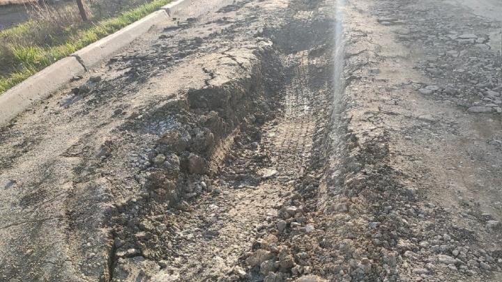 В новом микрорайоне Челябинска провалилась дорога, итеперь поней отказываются ездить даже мусоровозы