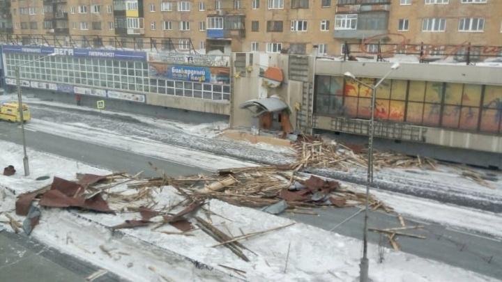 Суд оставил на свободе коммунальщиков, которые не сделали вовремя ремонт крыши, позже убившей норильчанку