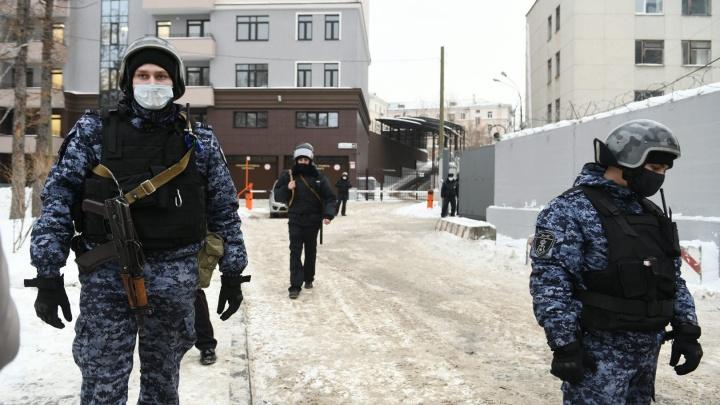 В Екатеринбурге полицейские начали обходить тех, кого в январе засняли на видео на митингах