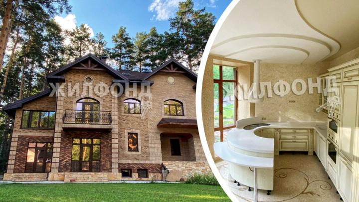 В Новосибирске продают элитную усадьбу за 70миллионов с подземным переходом между домом, гаражом и бассейном