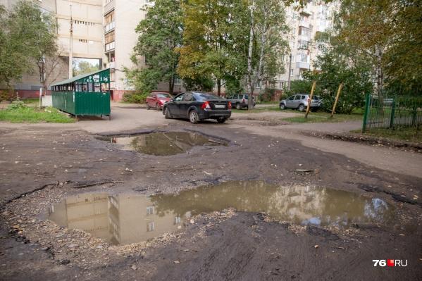В Ярославле плату за ремонт асфальта во дворах включили в перечень жилищных услуг
