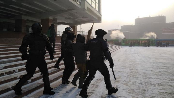 В Красноярске на митинге за Навального начались задержания
