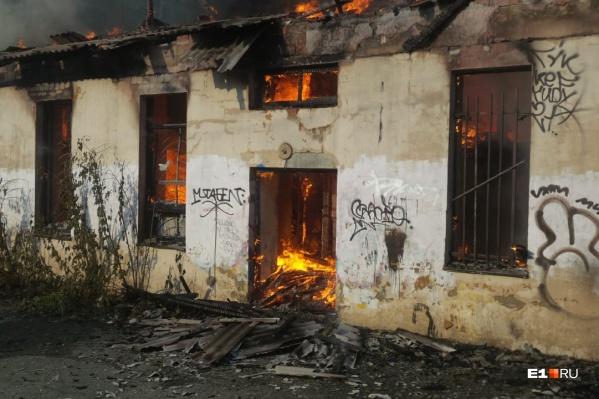 Огонь уничтожил здание, которое когда-то было вторым домом для художников