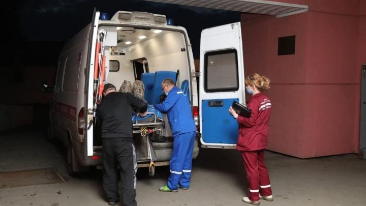 Двух пострадавших при крушении частного вертолета в Белом море доставили в Архангельск