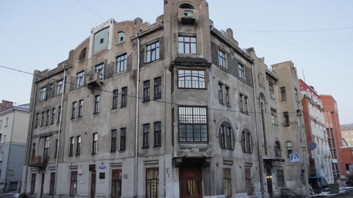 В Омске никто не захотел ремонтировать столетний Дом Печокас