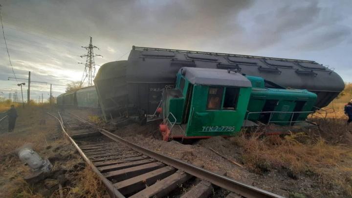 В Челябинской области сошли с рельсов локомотив и вагоны с пшеницей