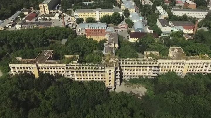 Губернатор попросил Мишустина исключить заброшенную больницу у Зеленой Рощи из списка памятников