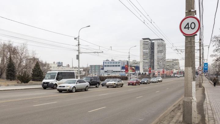 В Волгограде на Астраханском мосту вновь ограничили скорость до 40 километров в час