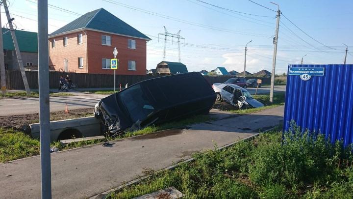 От удара машины разлетелись в разные стороны. В ДТП серьезно пострадали трое тюменцев