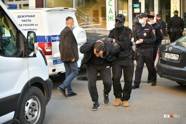 Задержано около 30 человек