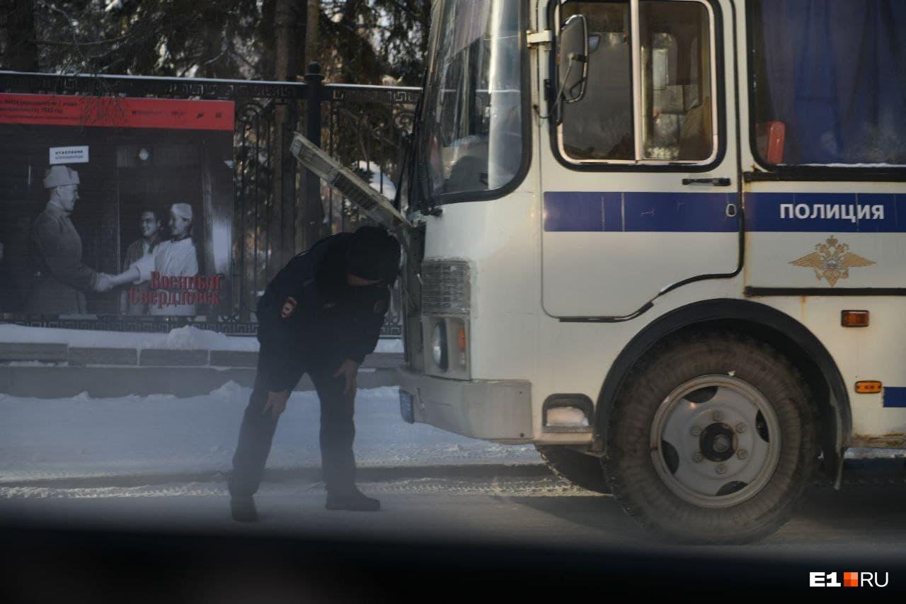 """Полиция около ОП <nobr class=""""_"""">№ 1</nobr>"""