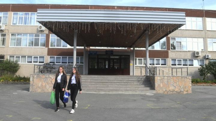 «Это неизбежный процесс». В школах Екатеринбурга скоро ждут резкого всплеска COVID-19