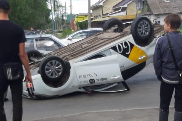 Очевидцы утверждают, что водитель «Яндекс.Такси» проехал на красный