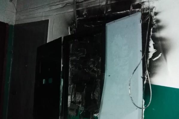 На четырех этажах электрощитки выгорели дотла