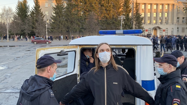 В Кургане на несогласованной акции в поддержку Навального задержали 15человек