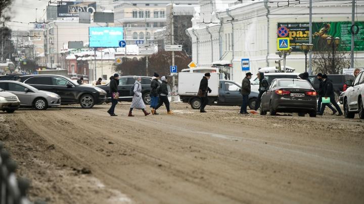 Перепады температуры и сильный ветер: ГИБДД Екатеринбурга выпустила специальное предупреждение