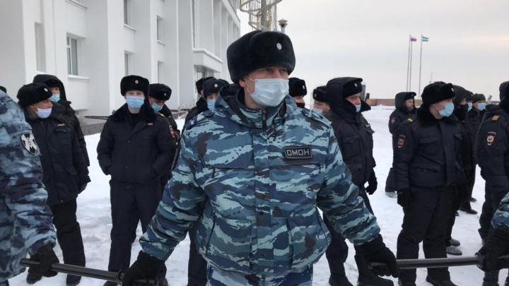 Уборка снега, утренник и Росгвардия: как в Уфе прошел митинг в поддержку Навального