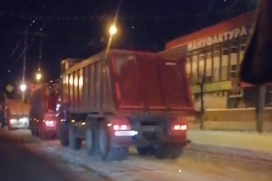 Уборочная техника стоит вместо того, чтобы чистить город