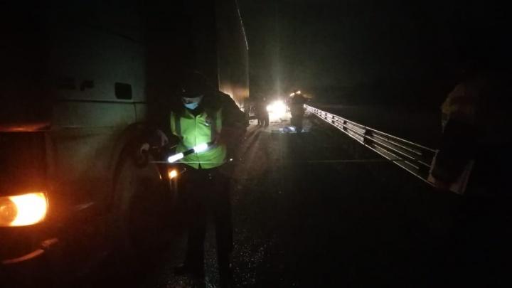 Снегоход выехал на полосу, где двигалась фура: подробности жуткого ДТП на ЕКАД, где погибли два человека