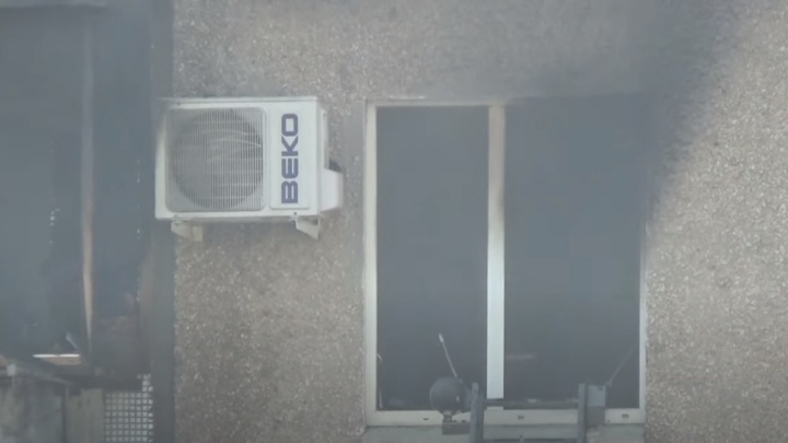 Крупный пожар в жилом доме Волжского попал на видео
