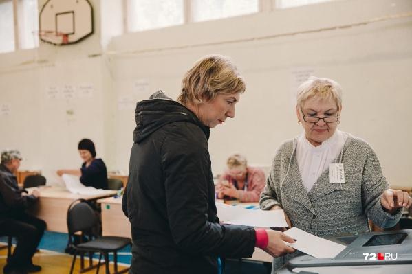 Все не желающие голосовать в офисе могут отдать свой голос на избирательных участках по месту жительства, говорят на заводе