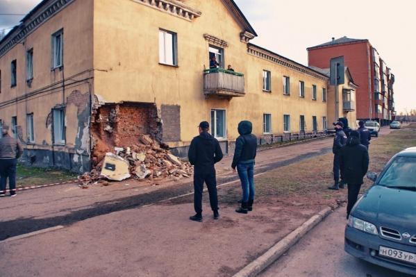 """Этот дом находится на улице <nobr class=""""_"""">Гагарина, 3</nobr> в Киселёвске"""
