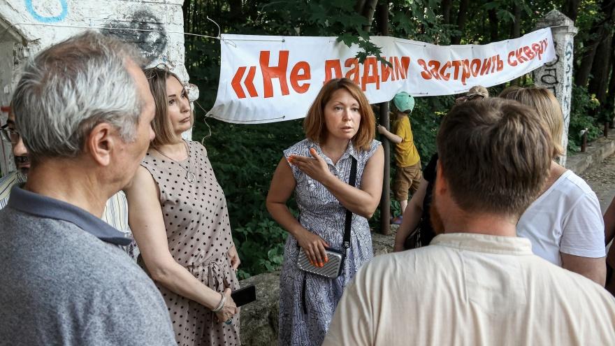Звон на костях. Жители ЖК «Маяк» выступили против застройки РПЦ у себя в сквере