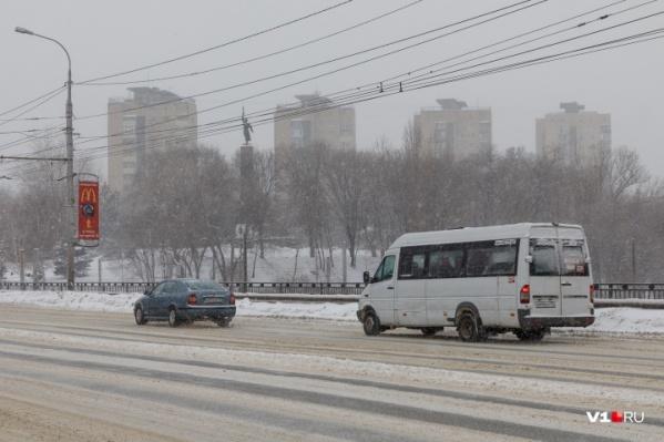 Вместе с весной в Волгоград пришел снег