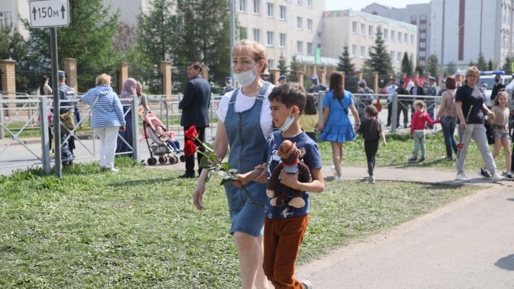 Куда пропал сообщник в белом и почему в школе не было охраны: отвечаем на вопросы о казанской трагедии