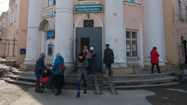 «Из 15 пациентов госпитализировали одного». В 23-й больнице закончились свободные койки
