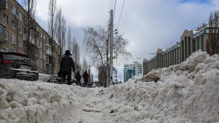 В начале улицы всё вылизали, а в конце забили: смотрим, как в Уфе чистят снег выборочно