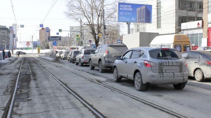 Бедная площадь Калинина. Как решение властей сделать остановку вынудило водителей нарушать ПДД (фото + схема)