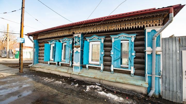 От реконструкции дома на ВИЗе, в который въехал вагон, отказались: его снесут из-за новой трамвайной линии
