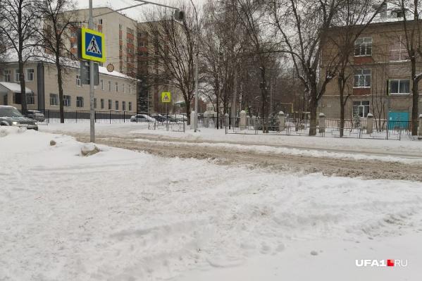Добраться до пешеходного перехода — задача не из легких