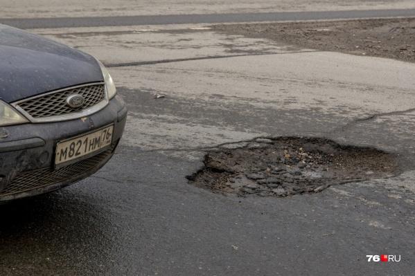 Ямы становятся одной из причин ДТП в Ярославле