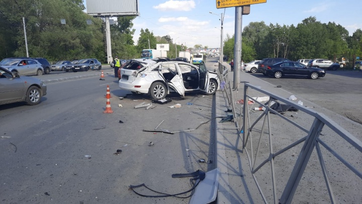 «Тойота» перевернулась в воздухе после столкновения с «Фольксвагеном» — видео со смертельной аварией