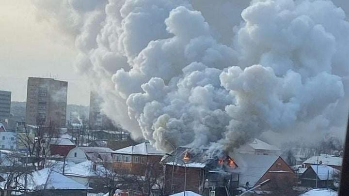 Семья с пятью детьми осталась без дома после пожара на Беломорской