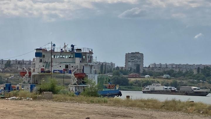 В Волгоградской области сняли с мели застрявший грузовой паром