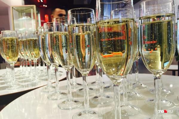 Шампанское на таких праздниках льется рекой